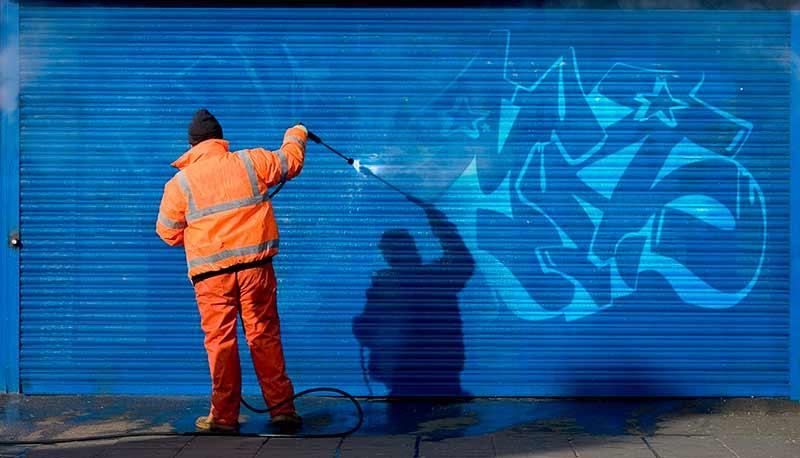 Rimozione graffiti Milano - Varese: impresa con 30 anni di esperienza nelle pulizie e nella rimozione graffiti.
