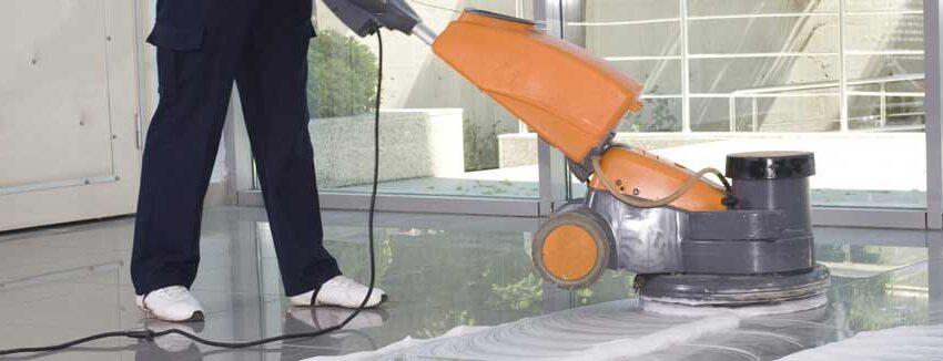 La monospazzola è una macchina professionale, necessita pertanto di un addestramento specifico per manovrarla